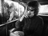 Bob Dylan, Fans looking in limo, London, 1966. by BARRY FEINSTEIN